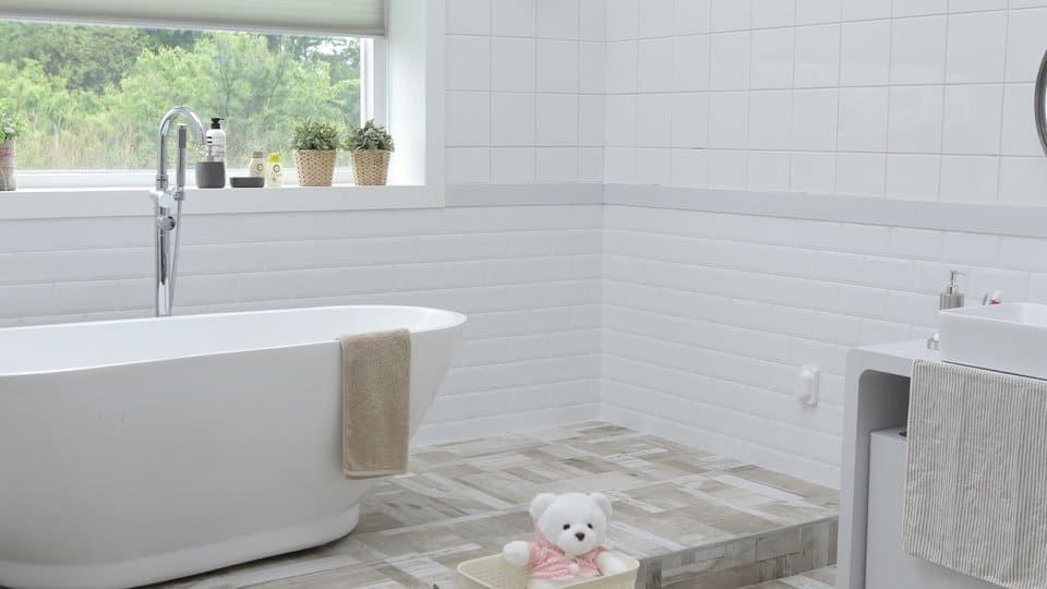 Natural cleaners for the bathroom