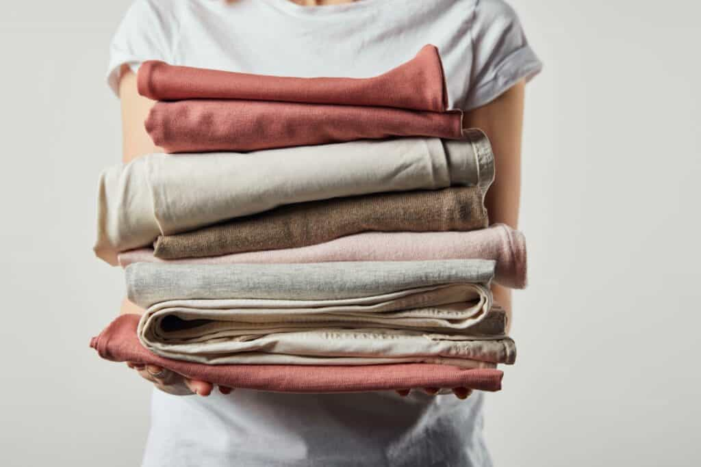 When you sell old clothes online, it helps our environment while at the same time, is a great way to earn extra money.
