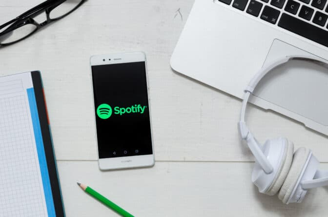 Spotify lets you listen to hundreds of your favorites songs, wherever you're at, without using mobile data.